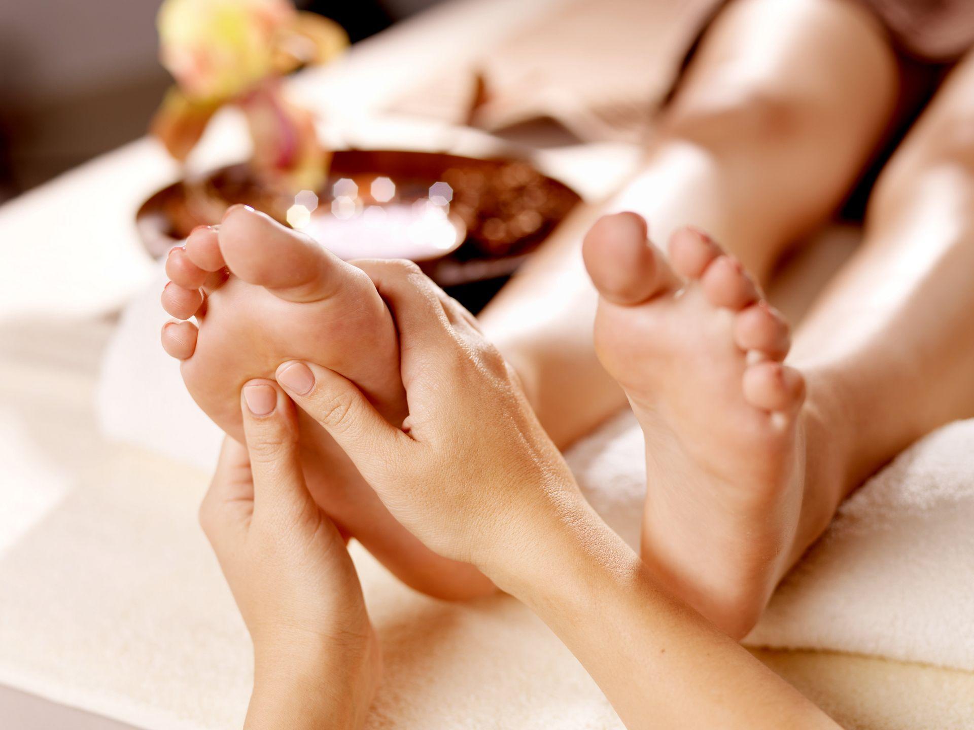 a csípőízületek és a lábak alsó hátának kezelése