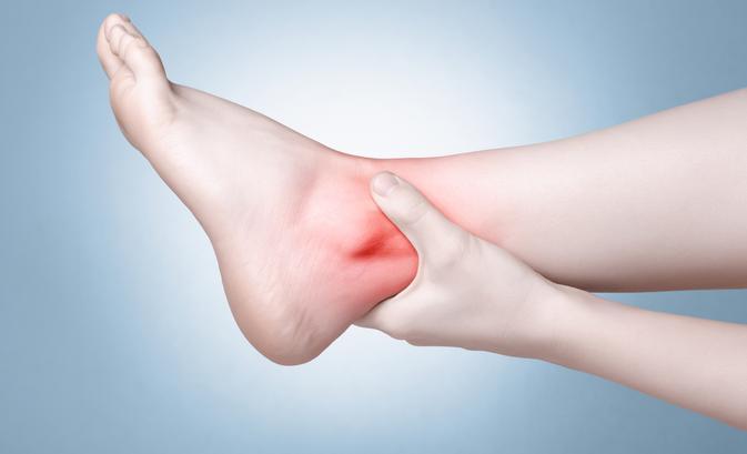 fájdalom a bokán esés után