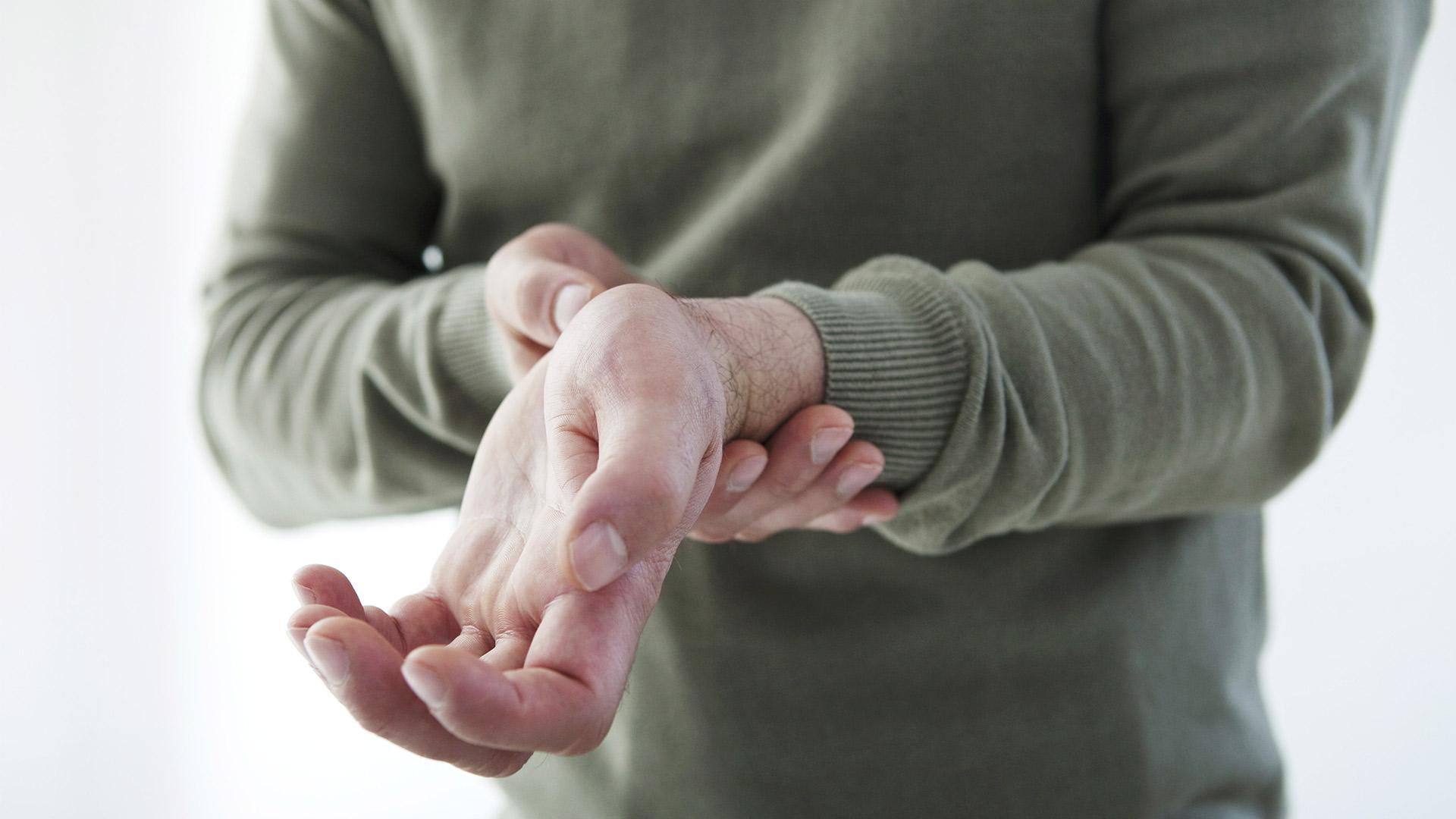 hogyan masszírozza az ujjakat ízületi gyulladás esetén fájdalomcsillapító injekciók ízületi fájdalmak kezelésére