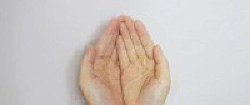 jobb oldalon a kéz- és lábakízületek fájnak