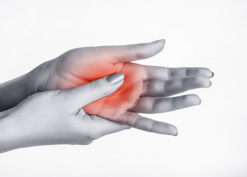 fájdalom az ujj egyik ízületében a kezek doa interfalangeális ízületeinek kezelése