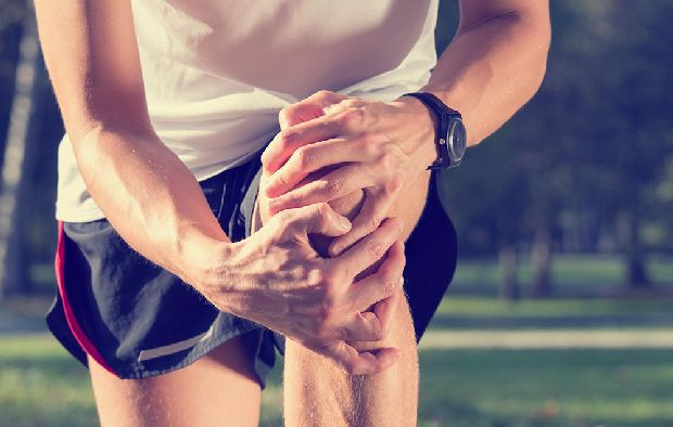 súlyemelő térd sérülések