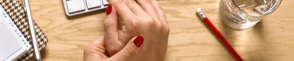 fiatalos ízületi betegség ízületi fájdalom hányinger hasmenés