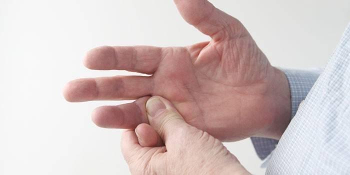 fájdalom az ujjak ízületeiben ad a vállakra milyen ízületi fájdalomcsillapító
