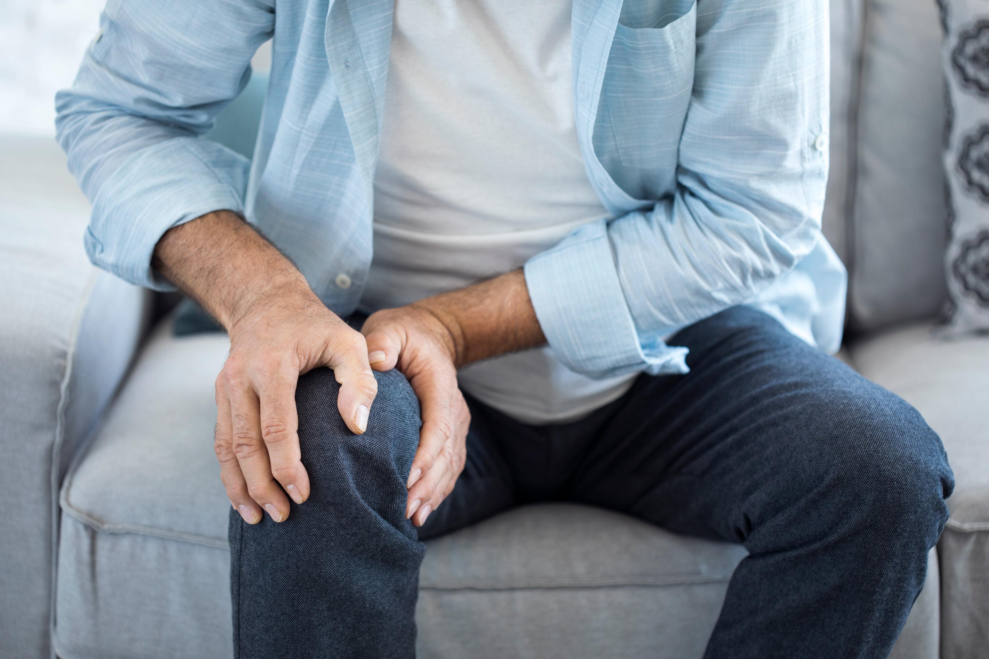 csípőfájás, amikor a bal oldalon ül